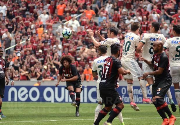 Fluminense sai na frente, mas sofre virada do Atlético-PR