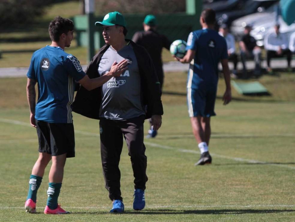 Para fugir do sufoco, Coritiba recebe o Botafogo neste domingo