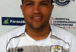 Foto do atacante Vandinho vestindo a camisa do JMalucelli